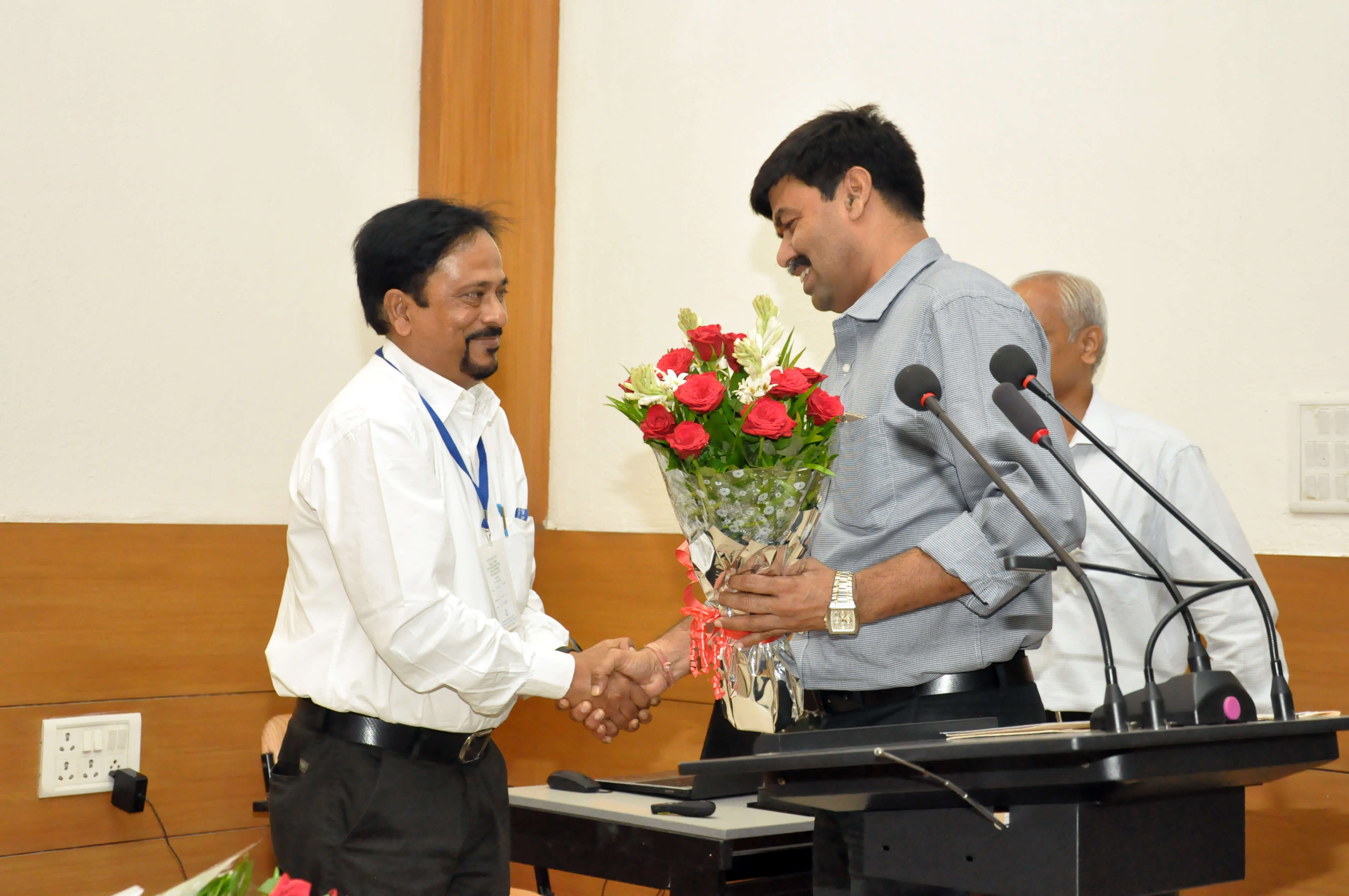 Shri Abhijit Pathak, CPCB, delhi being welcomed as resource person