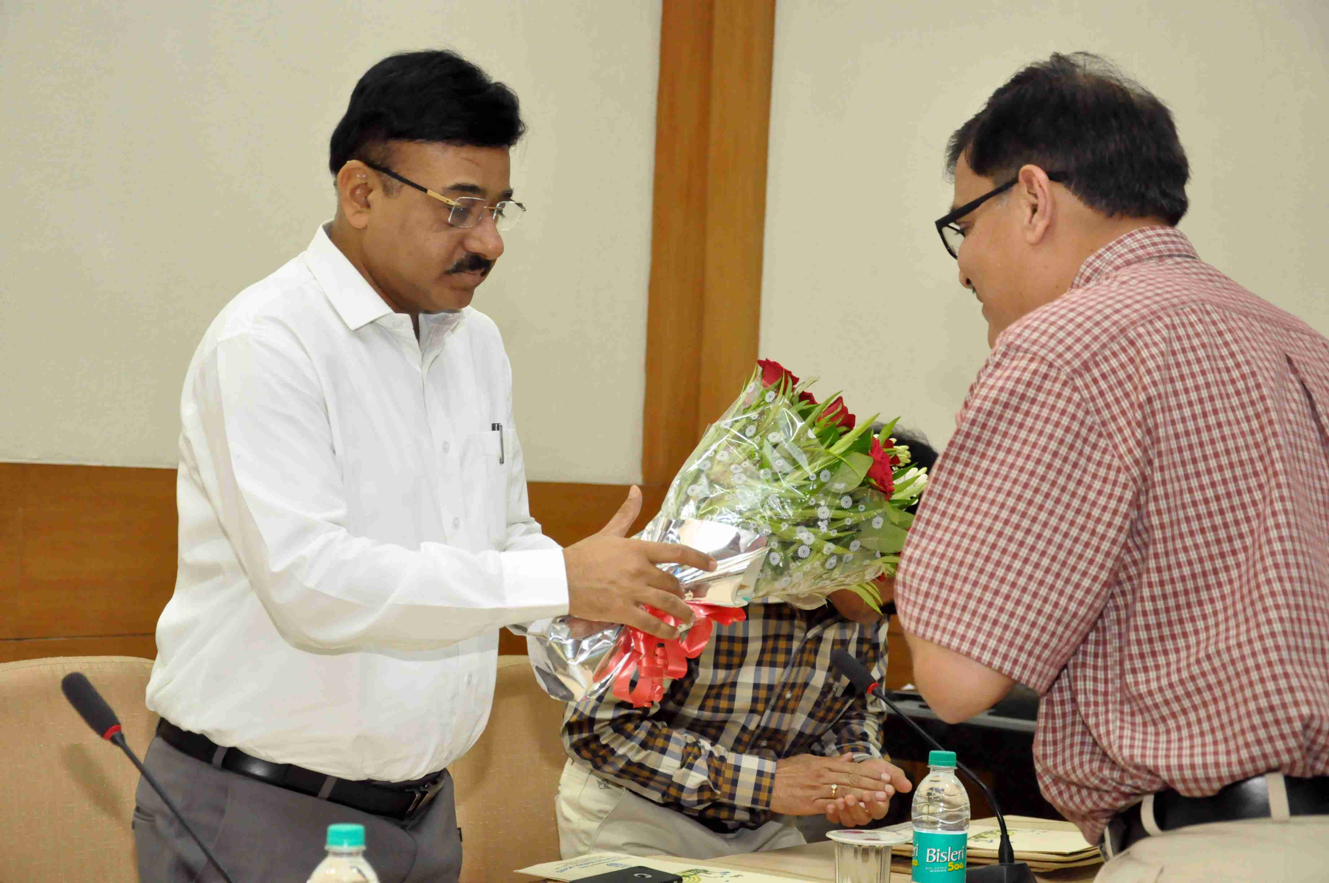 Shri A.A. Mishra, Member Secretary, MPPCB being greeted at workshop